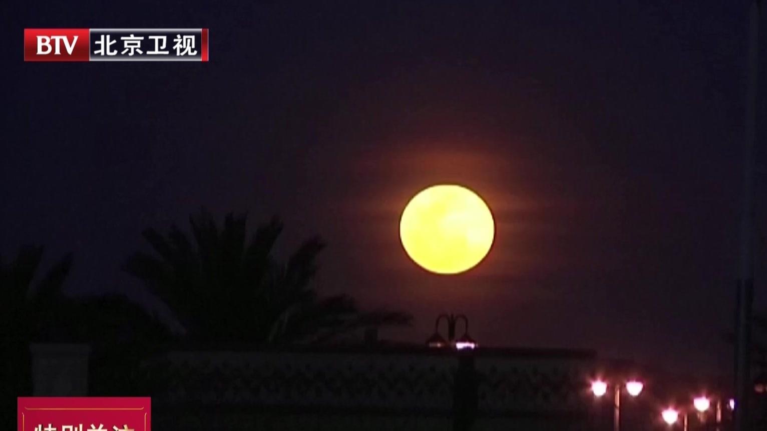 """本年度最后一次""""超级月亮""""现身天宇"""