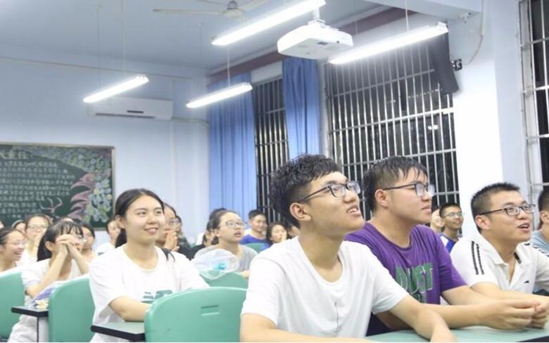 西华师范大学历史文化学院组织学生观