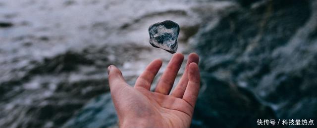 水比我们想的还要怪,物理学家刚发现了第二种状态的液态水