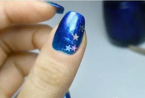 拥有星星的美甲,一闪一闪亮晶晶!