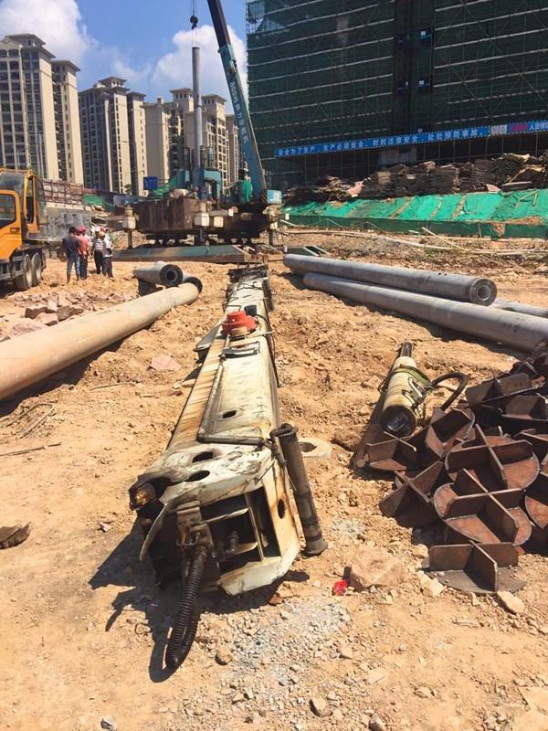 肇庆端州区信安路一在建工地发生吊臂断裂事故