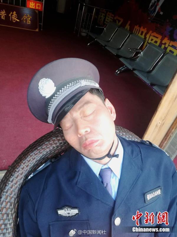 """厉害了!这个""""保安""""每天上班睡大觉却火了! - 周公乐 - xinhua8848 的博客"""