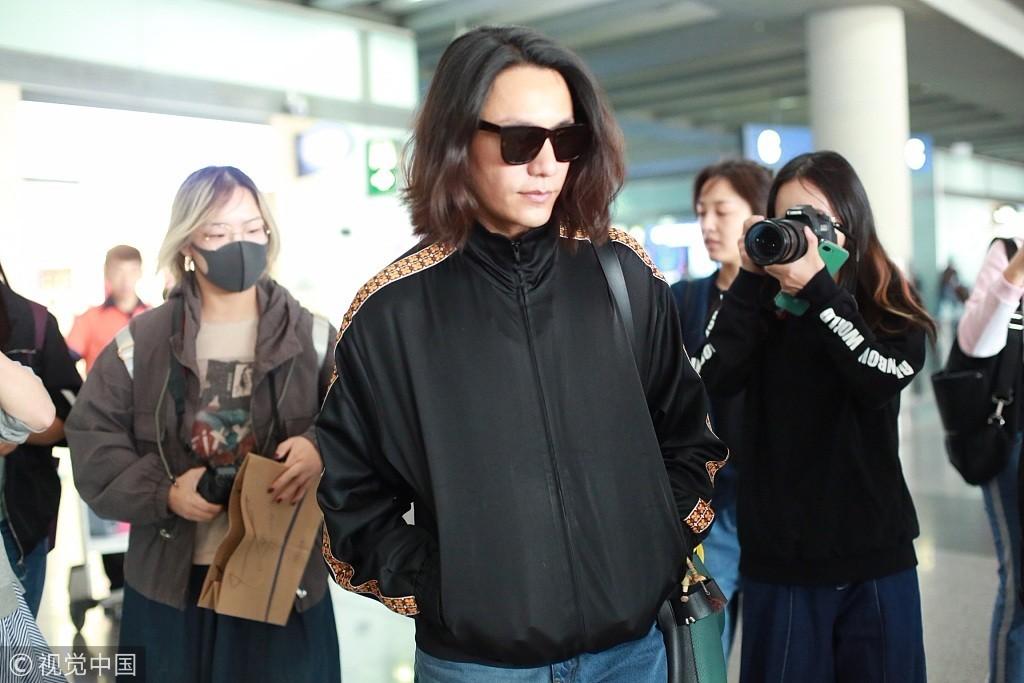 陈坤长发飘飘现身机场 看看留过长发的男星中谁最帅气