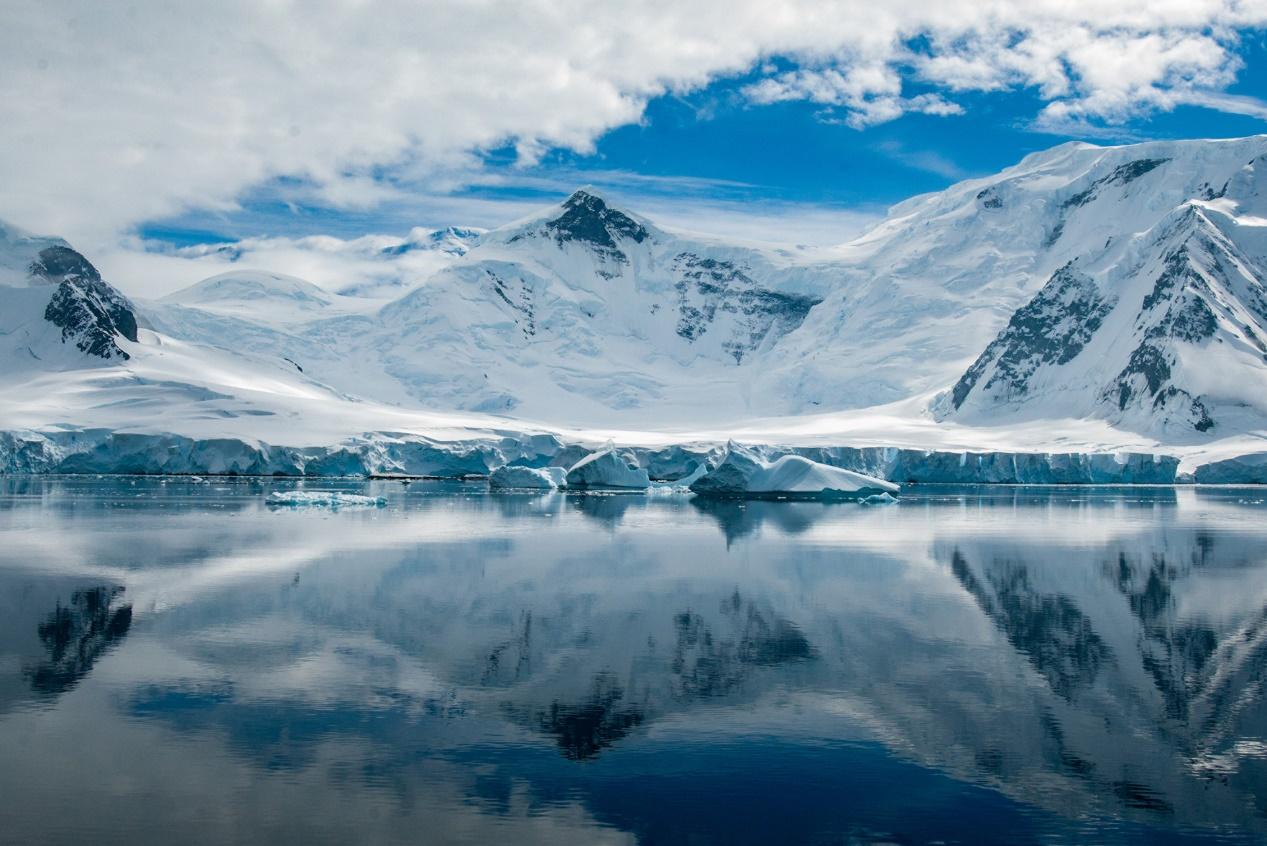 """四季酒店宣布增设2022年私人飞机行程,包括全新""""探索未知""""线路,深入南极洲、马丘比丘等地"""