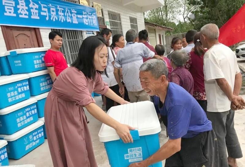 四川西充:抗洪救災,青年志愿者在行