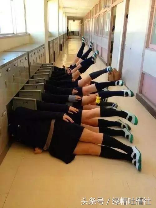 实拍日本女子学校女孩叛逆期真实生活:课堂上