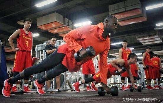 打篮球想提高身体对抗?去健身房里这样练,你一