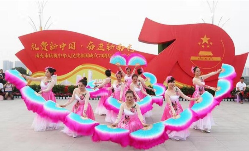四川南充:七百多民建儿女向祖国